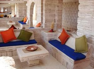 Отель из соляных блоков